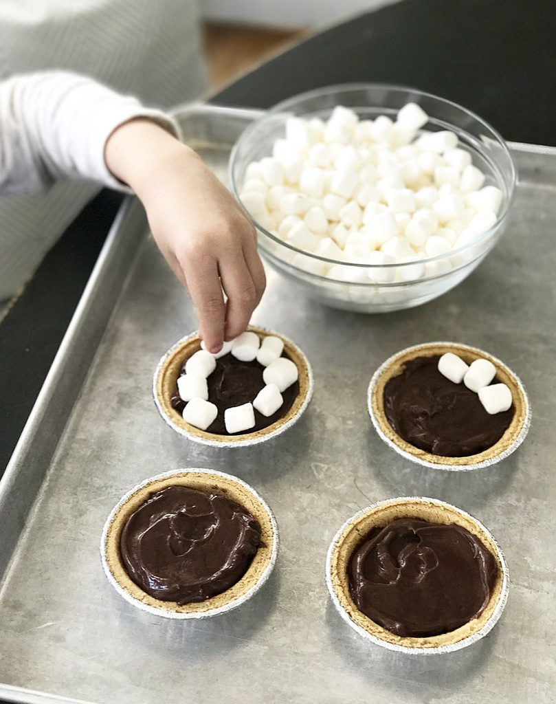 Easy Desserts Mini S Mores Pies For 1 Or A Crowd