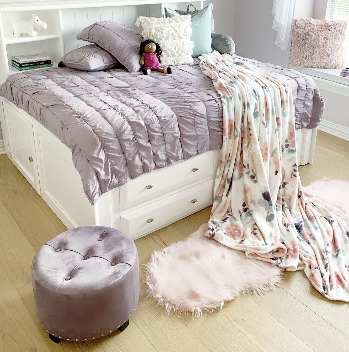 pink and pretty girl's room