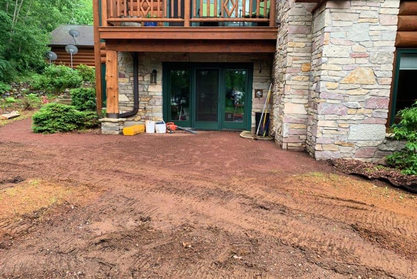 Welcome Home Saturday vom beliebten Lifestyle-Blog aus Alabama, She Gave It A Go: Bild eines Steinhauses mit einer Holzveranda.